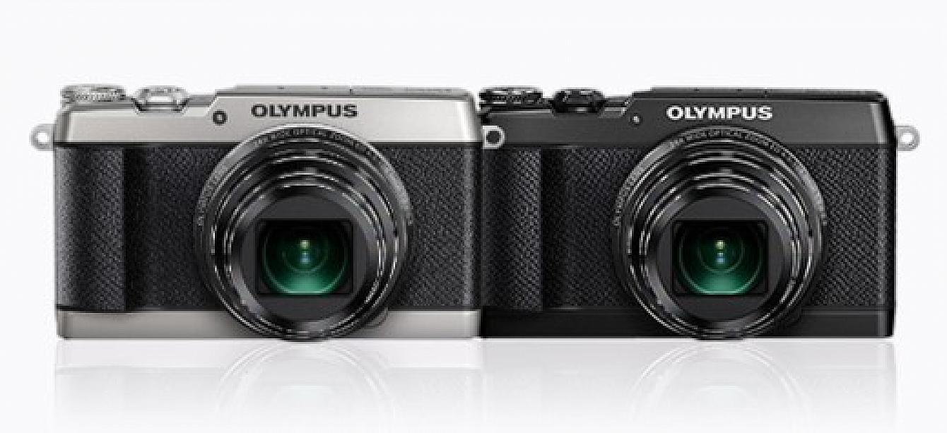 Olympus SH-3 i svart och silver mot en vit bakgrund.